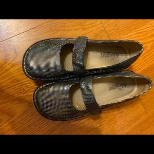 size 9. Comfortable and functional.